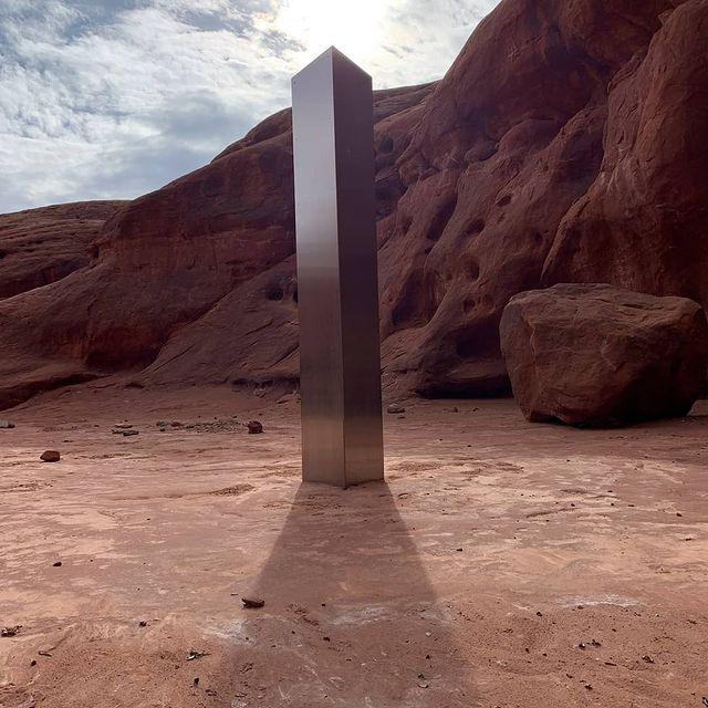 Monolite rettangolare trovato nel deserto dello Utah.