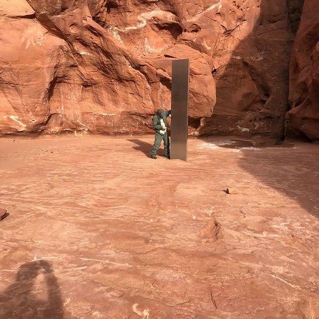 Monolite altro 3 metri trovato nel deserto dello Utah.